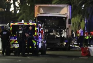 ATENTAT-TERORIST-in-Franta-in-Nisa