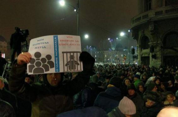 live--noaptea-protestelor--romanii-au-iesit-in-fata-guvernului-revoltati-de-proiectul-de-lege-privind-gratierea-27560